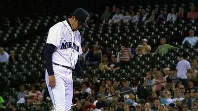 Mariners miss chance in ninth, fall on balk in 10th