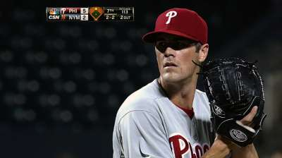 Hamels does it all in victory over Mets
