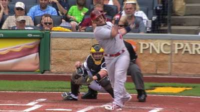 Yadier exits game early with left wrist soreness