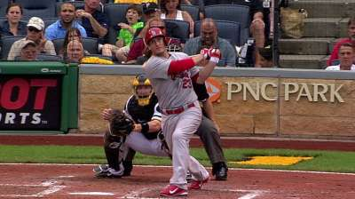Cards pound Pirates, move into tie atop NL Central