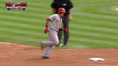 Big inning derails Reds in Leake's shaky outing