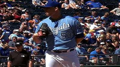 Smith helps Royals gain Wild Card ground