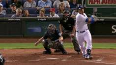 Royals keep playoff pushing by beating M's