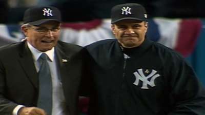 With help from Jeter, Mo closes out 2001 ALDS