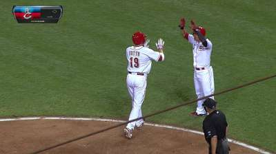 Votto helps Reds land first blow vs. Dodgers