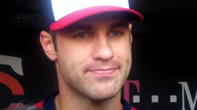 Mauer not flying to Chicago, may join Twins later