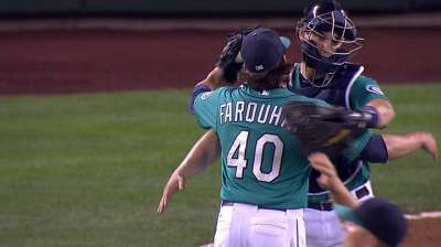 Farquhar rolling as Mariners' new closer