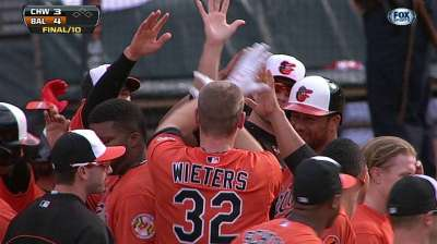 Wieters' two-run single in 10th wins it for O's