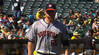 Oberholtzer drops duel with A's Straily