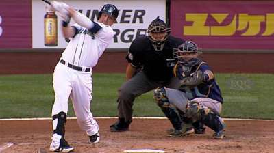 Mariners' lefties finding ways to handle shift