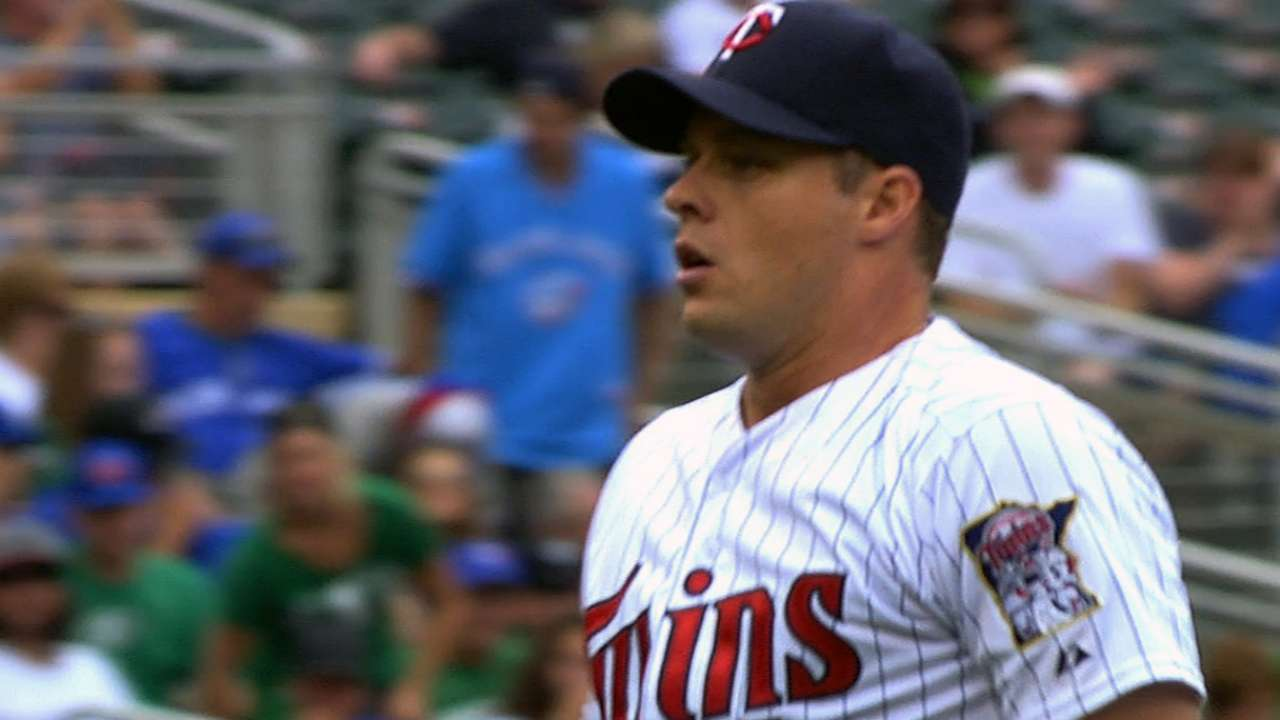 Released by Twins, Albers to sign with Korean team