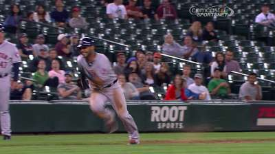 Smoak plunks Astros' Crowe in wild sequence