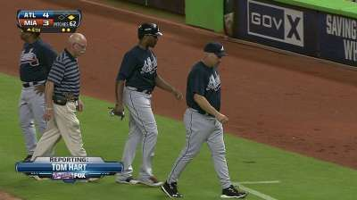 J. Upton exits game after fouling ball off knee
