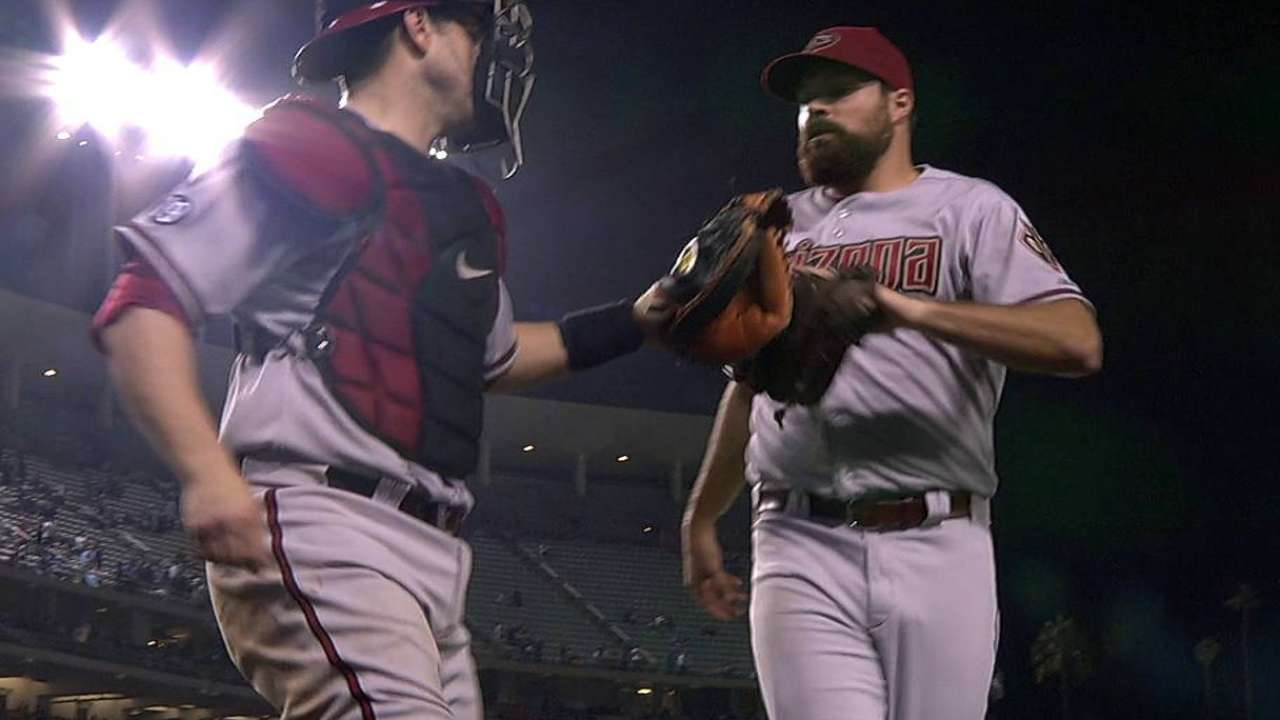 D-backs reach two-year deal with Collmenter