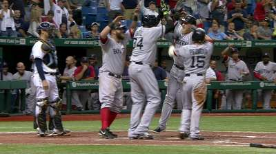 Boston hunde a T.B. con grand slam en la 10ma