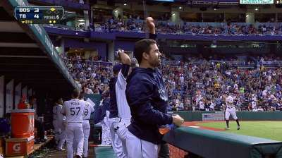 Twist of fate: Myers helps keep grip on Wild Card