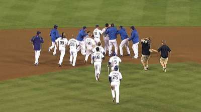 A-Gon's walk-off single topples Giants in 10th