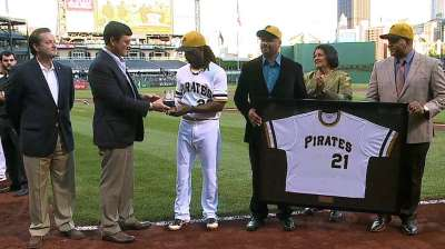 Vera Clemente, Nutting present McCutchen with award