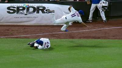 Tejada breaks leg in collision with outfielder Brown