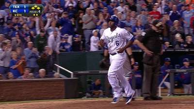 Royals rally to apply heat in Wild Card race