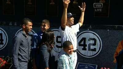 Yanks retire Mo's No. 42 on special day in Bronx