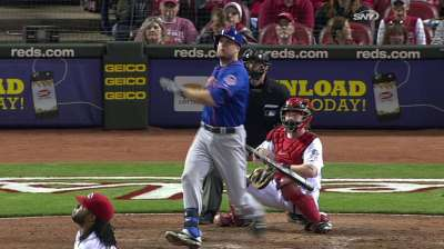 Mets hang tight with Reds, but fall on walk-off in 10th