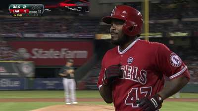 Richards' victory streak ends in loss to A's
