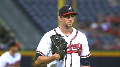 Braves fall, lead Cards by a half game for home field