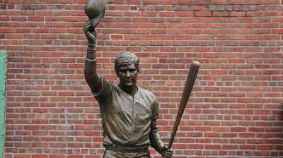 Red Sox great Yastrzemski's statue unveiled