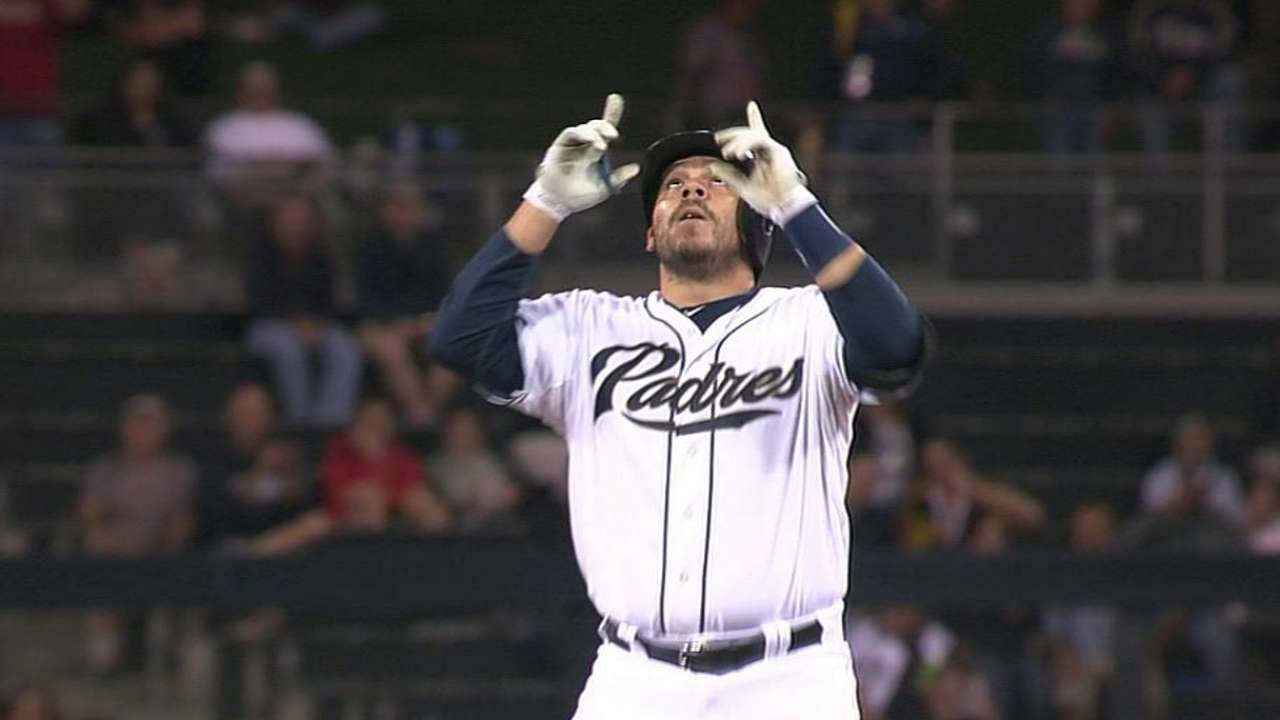 New dad Rivera sets sights on making Padres