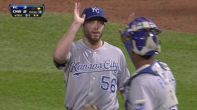 Royals closer sets club single-season saves record