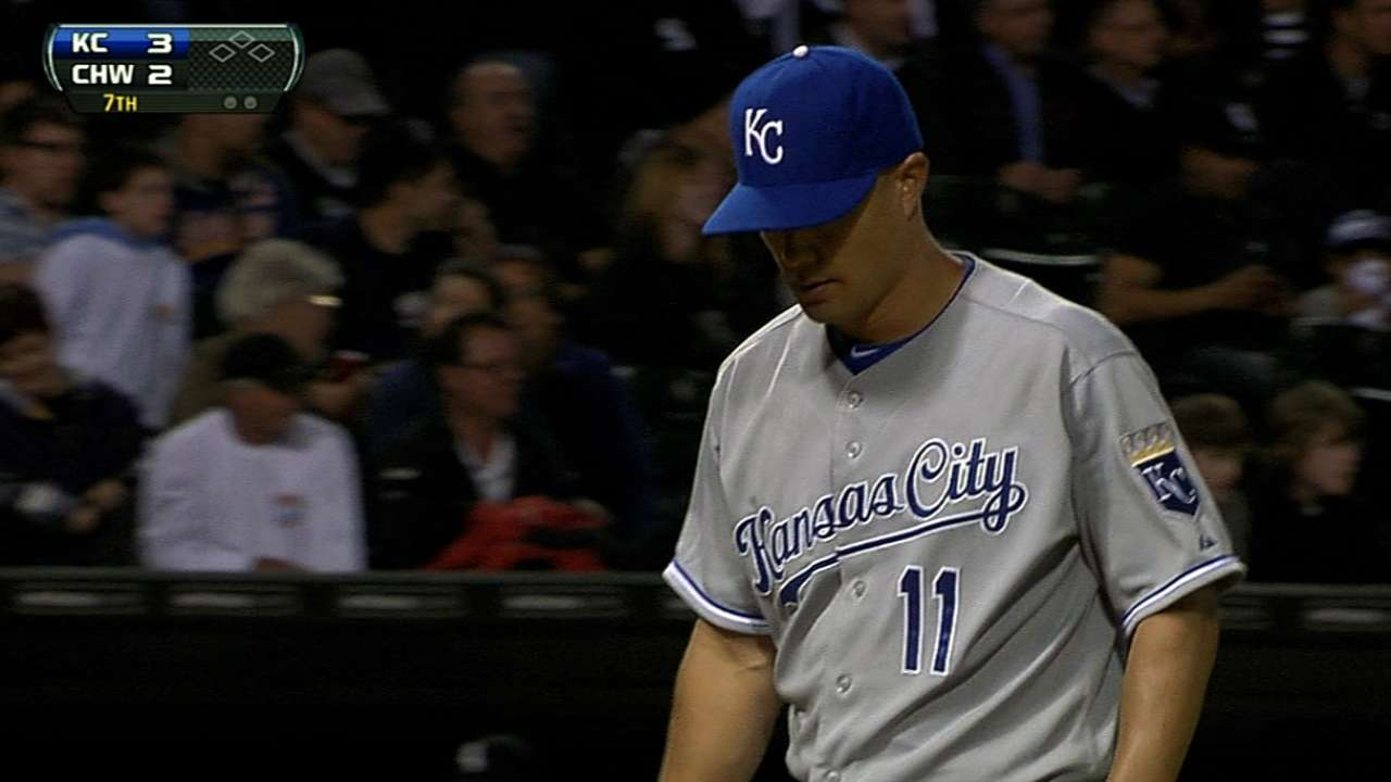 Royals, veteran Guthrie restructure contract