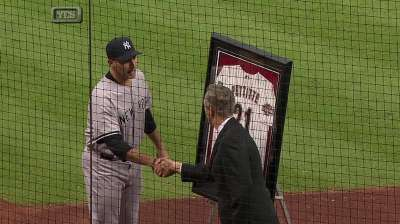 Astros honor Pettitte, present him with '04 jersey