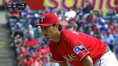 Darvish continues to rehab lower back issue