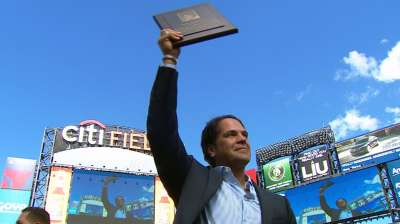 Piazza honored as 27th member of Mets Hall of Fame