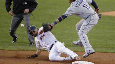 Red Sox benefit from forcing issue on basepaths