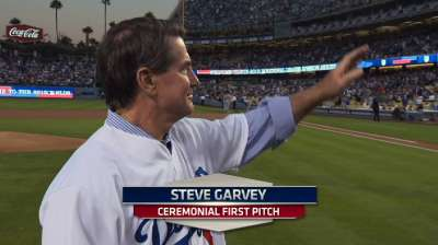 Dodgers honor Garvey with ceremonial first relay