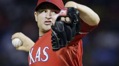 Rangers re-sign reliever Frasor for 2014