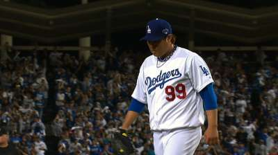 Ryu man group: Lefty leads Dodgers to Game 3 win