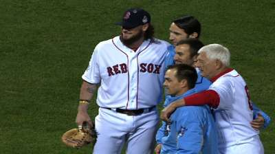 Yaz joins cause as MLB pitches in for veterans
