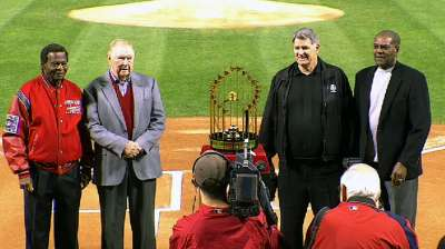 Gibson throws first pitch as 1967 Cards team honored