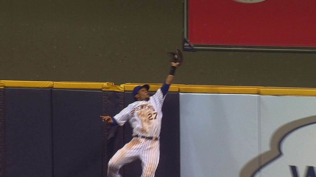 Gomez's glove gets Gold Glove tuneup
