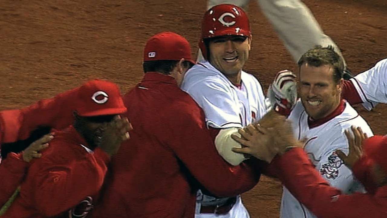 Reds walk off with first win on Votto's first hit of year