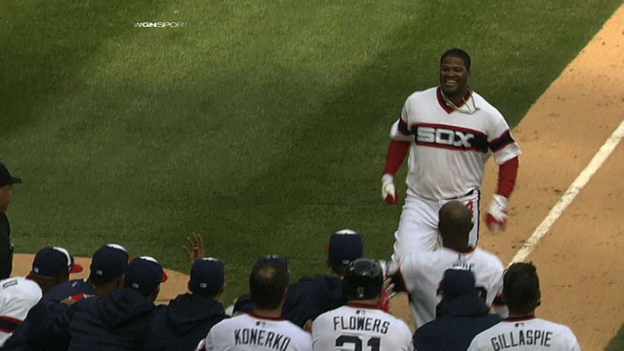 Viciedo's blast continues White Sox power surge