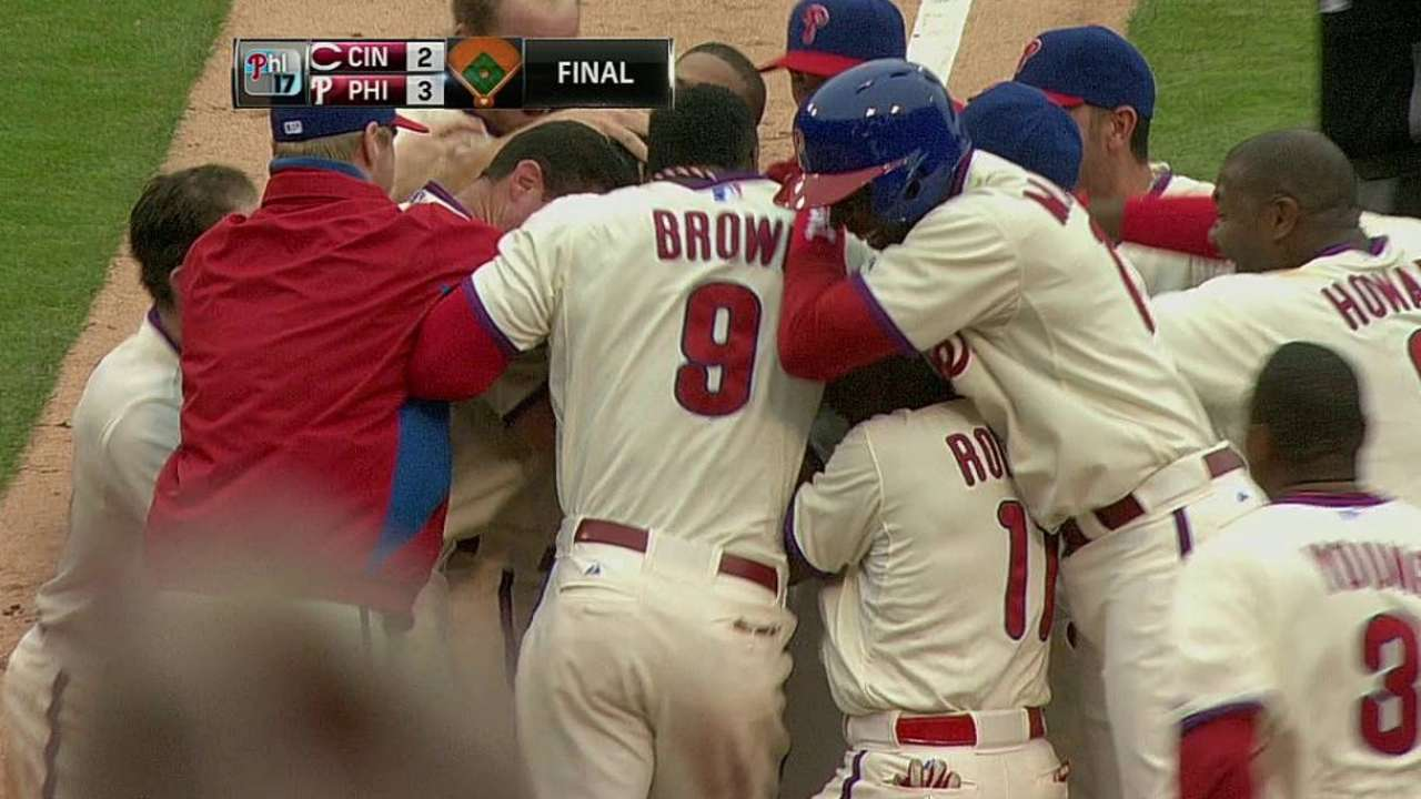 Back-to-back HRs lift Phillies to walk-off vs. Reds
