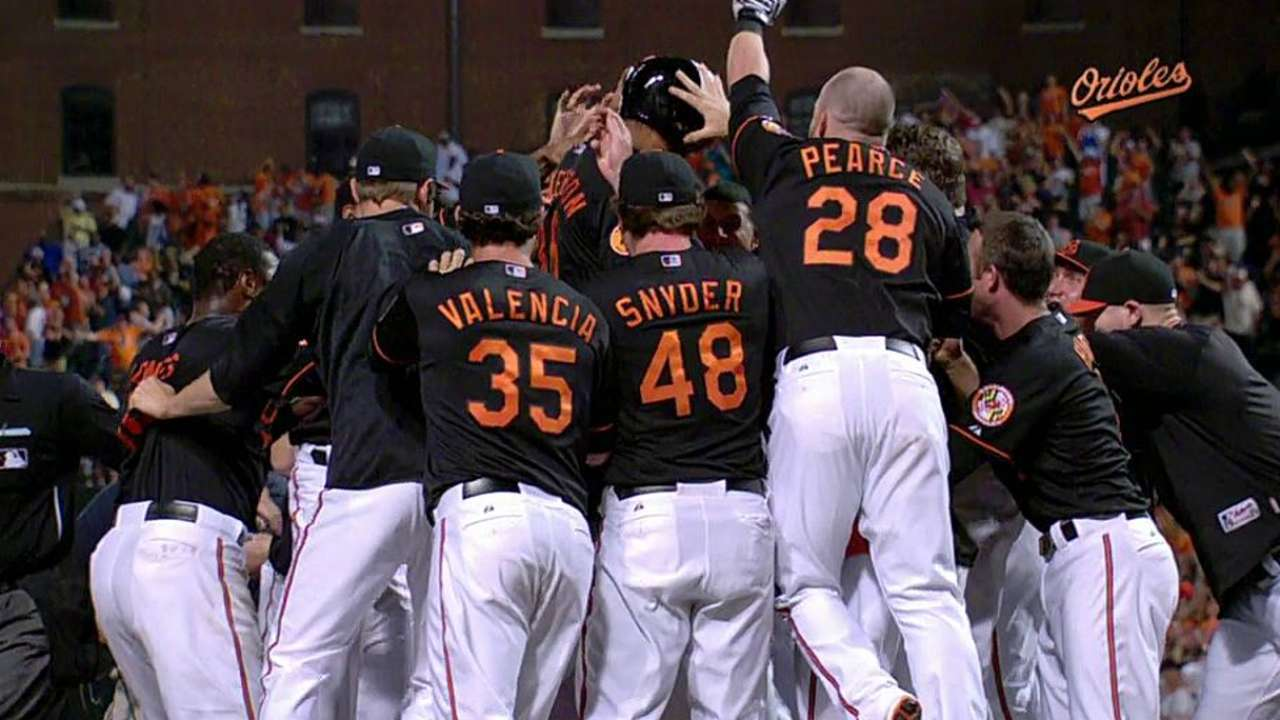 O's rally in ninth, top Tigers on walk-off home run