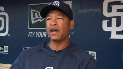 Roberts replacing Renteria as Padres' bench coach