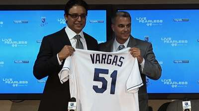 Left-hander Vargas inks four-year deal with Royals