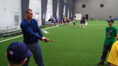 Red Sox prospect holds free clinic in Newtown