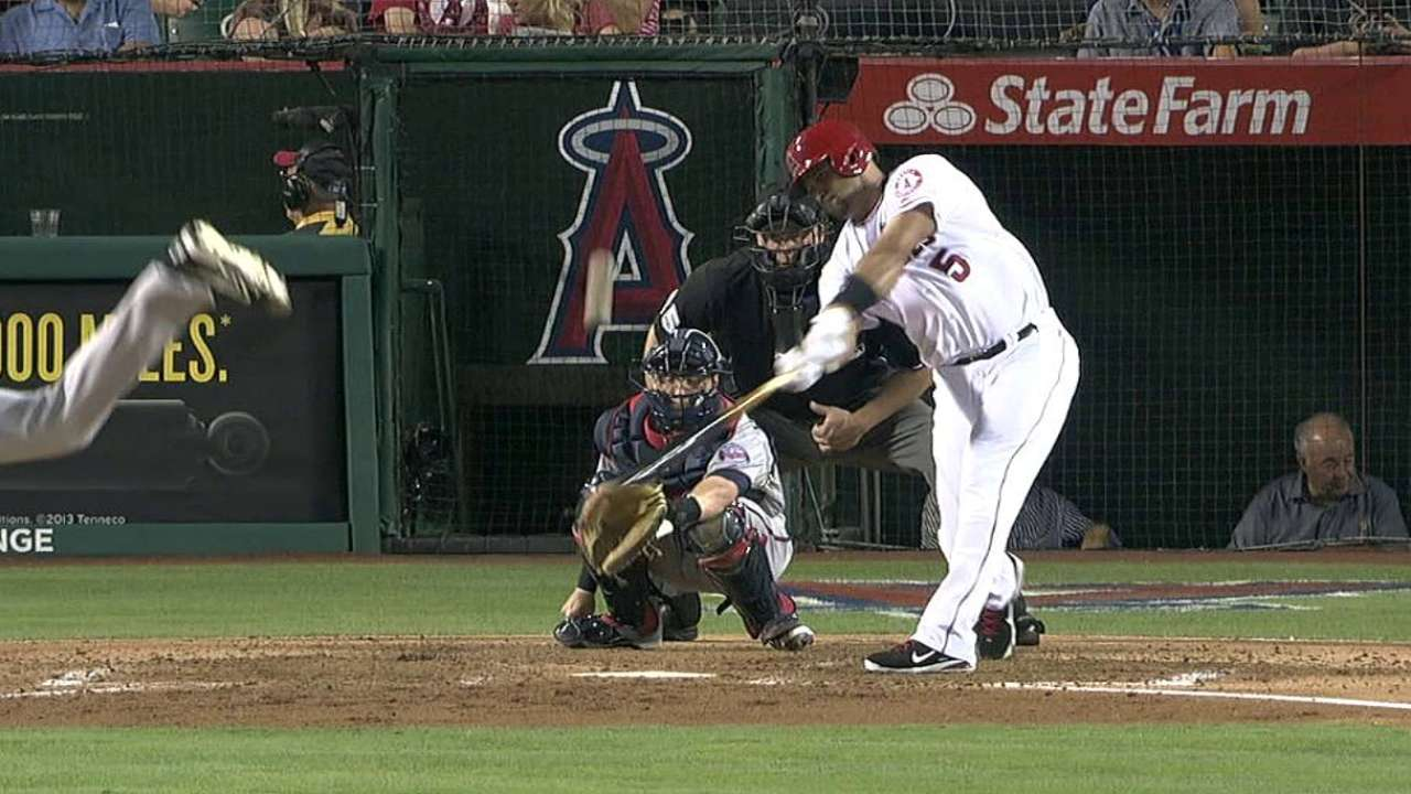 New sign tracks countdown to Pujols' 500th homer